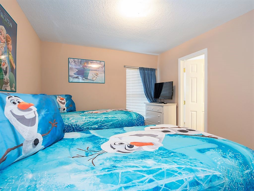 15. Bedroom 5 - Frozen theme with twin beds.jpg