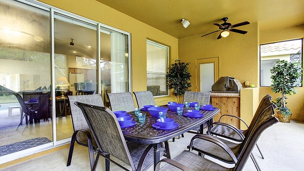 17. Outside kitchen & dining overlooking the pool.jpg