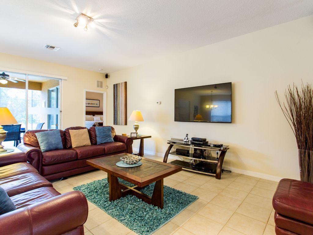 4. Lounge with plenty of seating and flatscreen TV.jpg