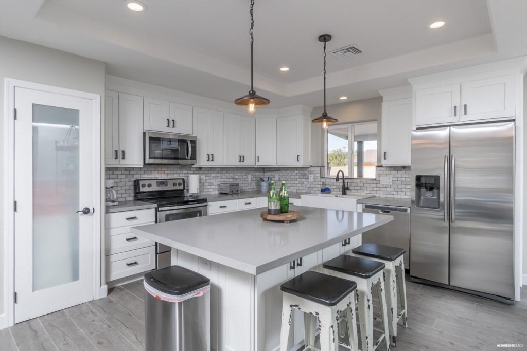 Kitchen-Breakfast-Bar-Island-Stainless-Appliances