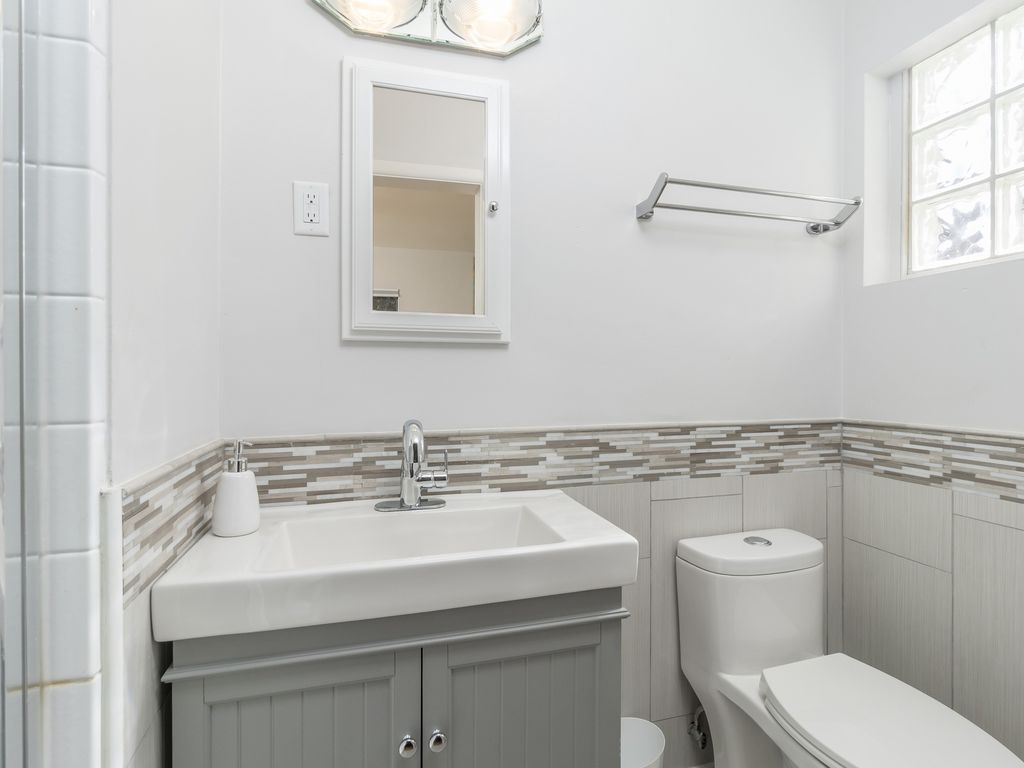 Renovated 2nd Bathroom!