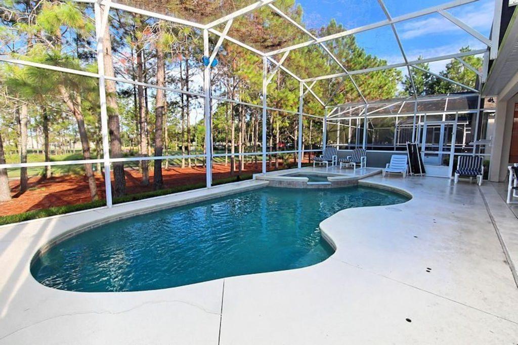 1125 pool deck 2.jpg