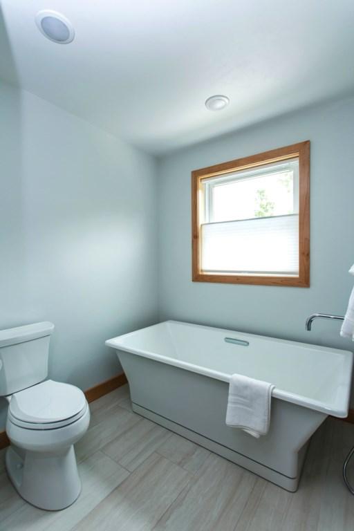 2nd floor bath with tub