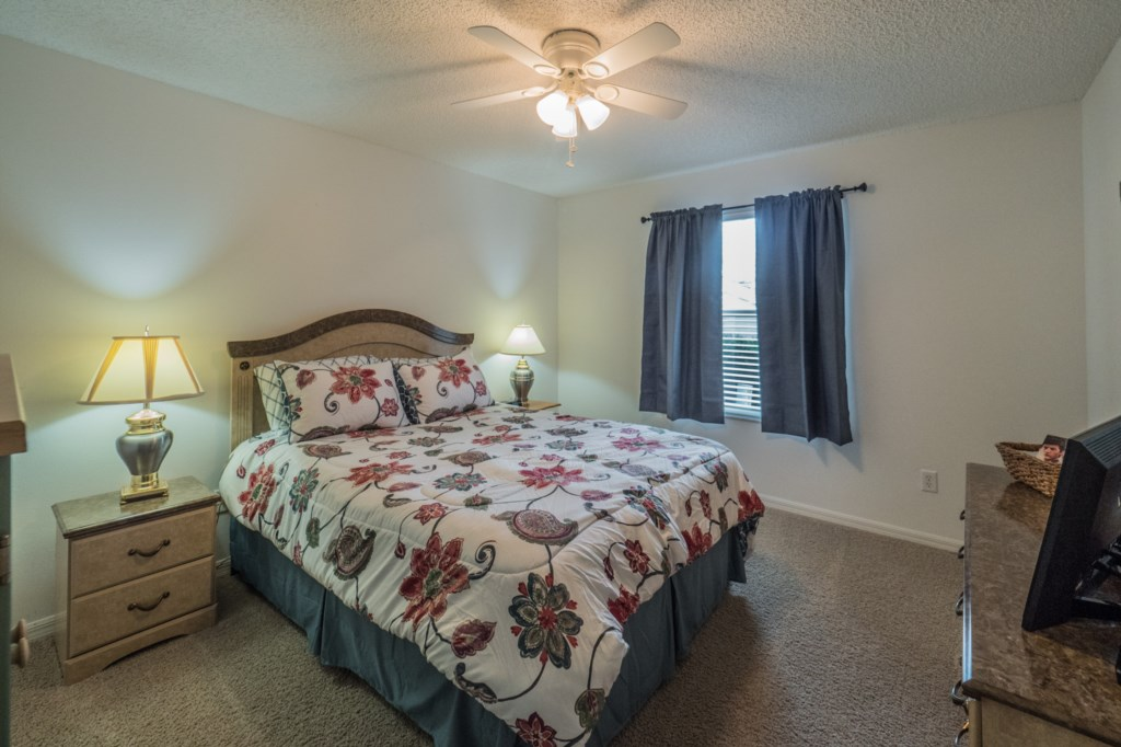 Guest bedroom 1 - Queen size bed