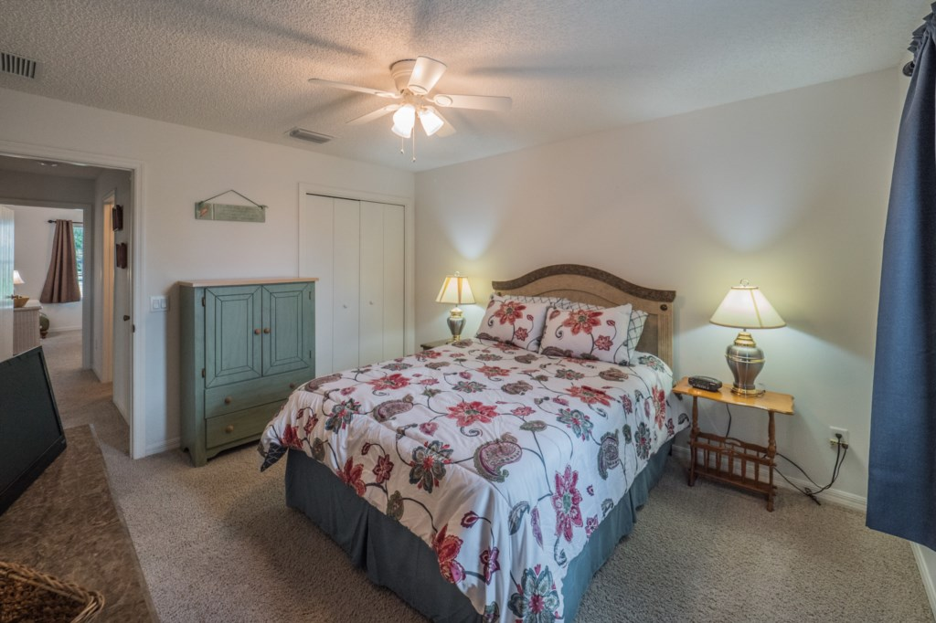 Guest bedroom 1 - Storage and closet space
