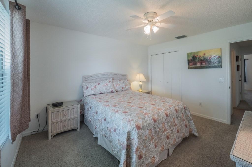 Guest bedroom 2 - Closet space