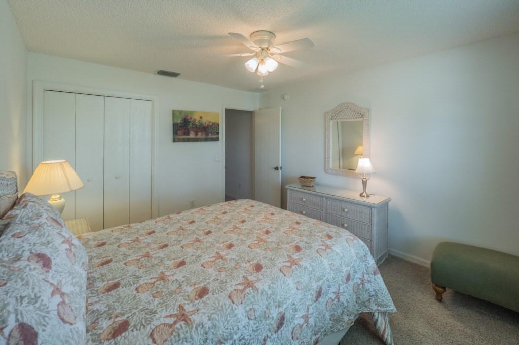 Guest bedroom 2 - Dresser Space