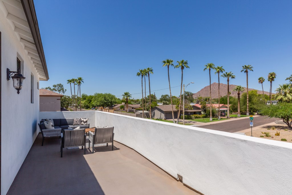 Balcony with views of Camelback