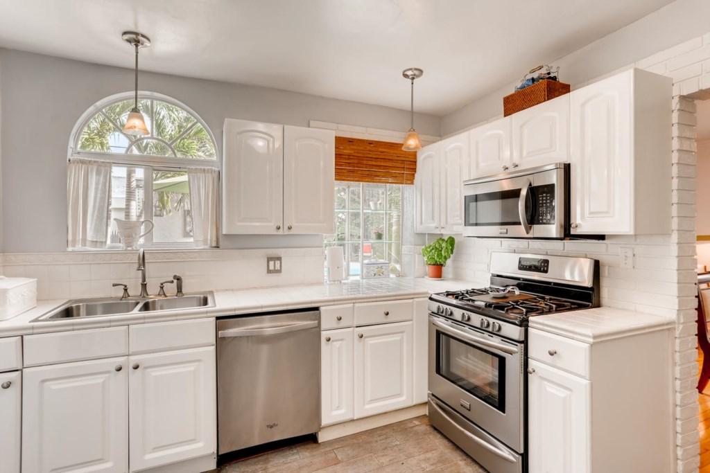 318 Cornell Dr Lake Worth FL-large-008-003-Kitchen-1500x1000-72dpi.jpg