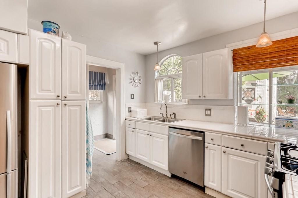 318 Cornell Dr Lake Worth FL-large-009-008-Kitchen-1500x1000-72dpi.jpg