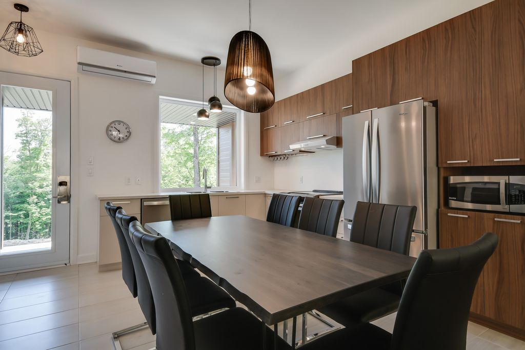 lily-blue-dining-area-kitchen.jpg