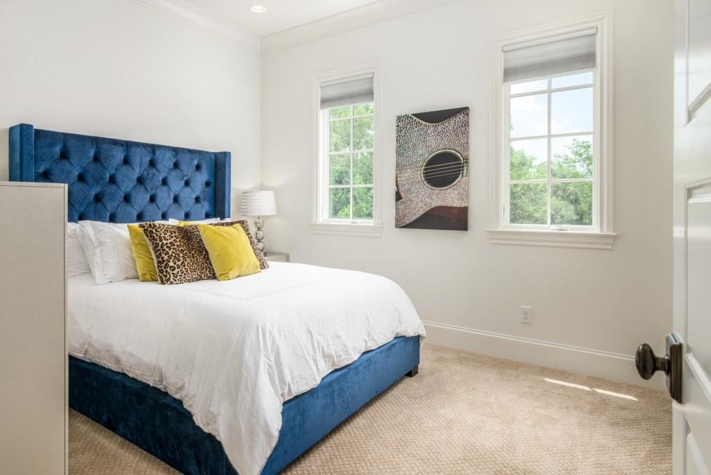 3rd Bedroom with Queen Bed and en-suite bathroom