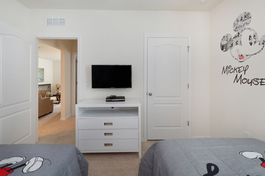 20 Twin bedroom TV