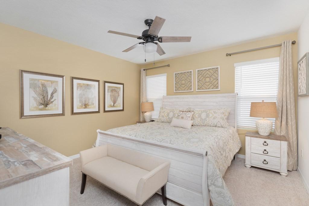 22 Luxury king bedroom