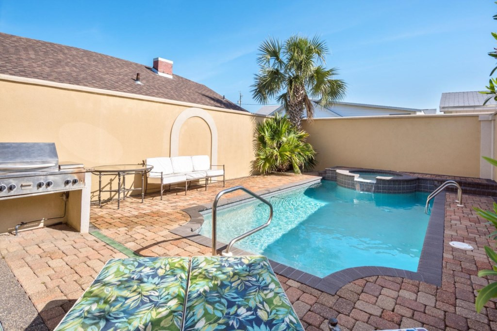Sea's the Day - Beautiful Private Courtyard with Pool & Hot Tub.