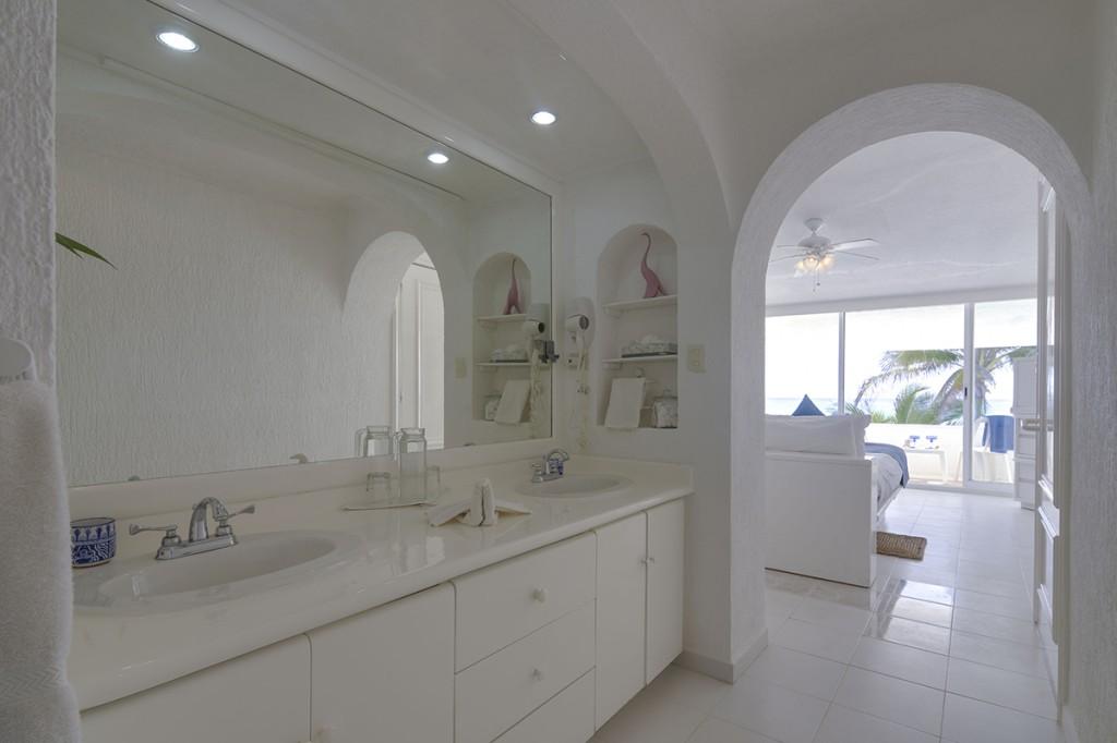 Villa-Tortuga-1st-Master-Bath-4-1024x682.jpg