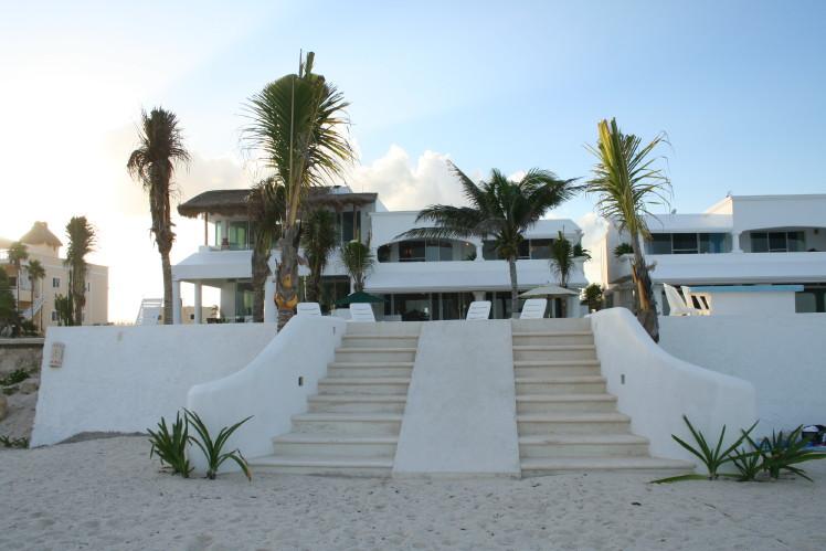 Villa-Tortuga-Beach-stairs.jpg