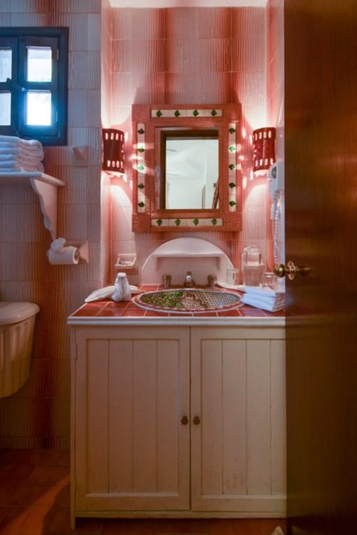 Secreto-2nd-Floor-Garden-Bedroom-In-Suite-Bath-683x1024
