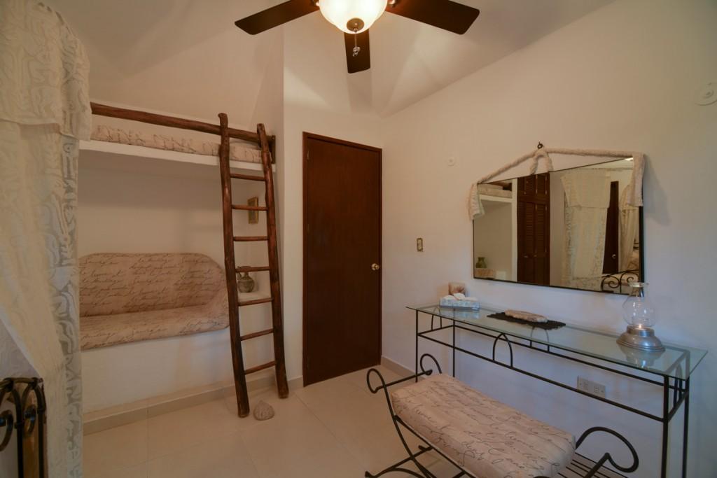 Secreto-2nd-Floor-Queen-Garden-View-Bedroom-A-1024x683