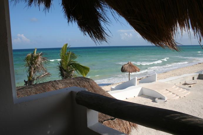Villa-Canteena-middle-br-balcony.jpg