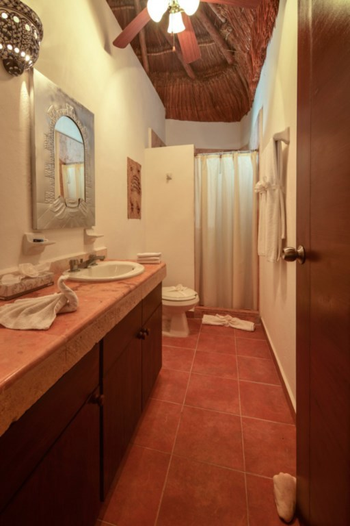 Palapa-Family-Suite-2of-2-Bathrooms-682x1024.jpg