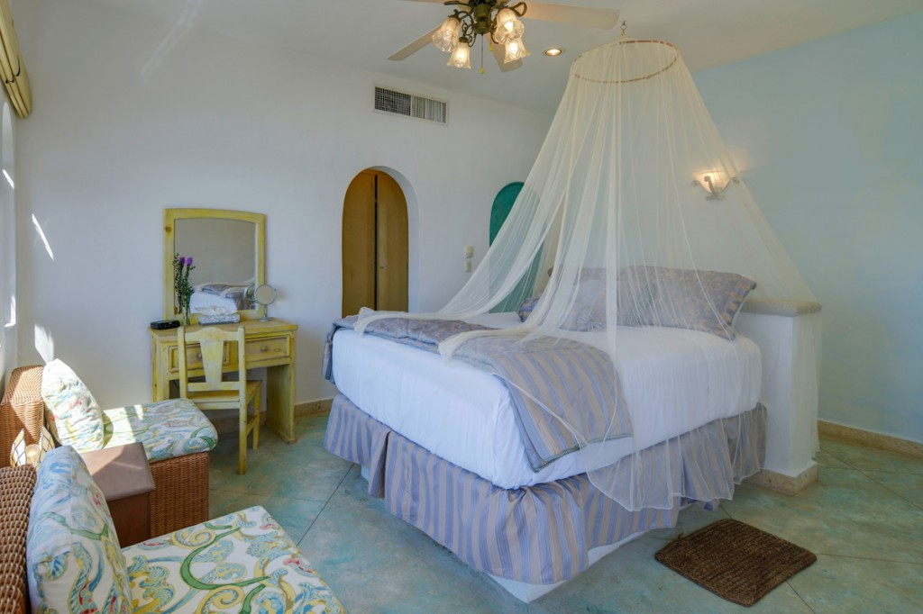 Sarita-2nd-Floor-Center-Queen-Bedroom-ocean-view-A-1024x682