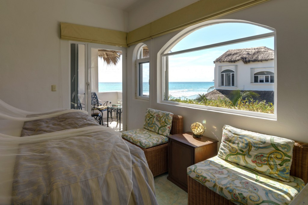 Sarita-2nd-Floor-Queen-Bedroom-ocean-view-B-1024x682