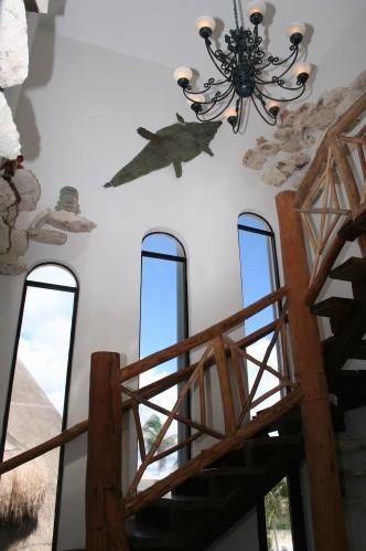 Villa-Umaki-Ha-3-story-staircase
