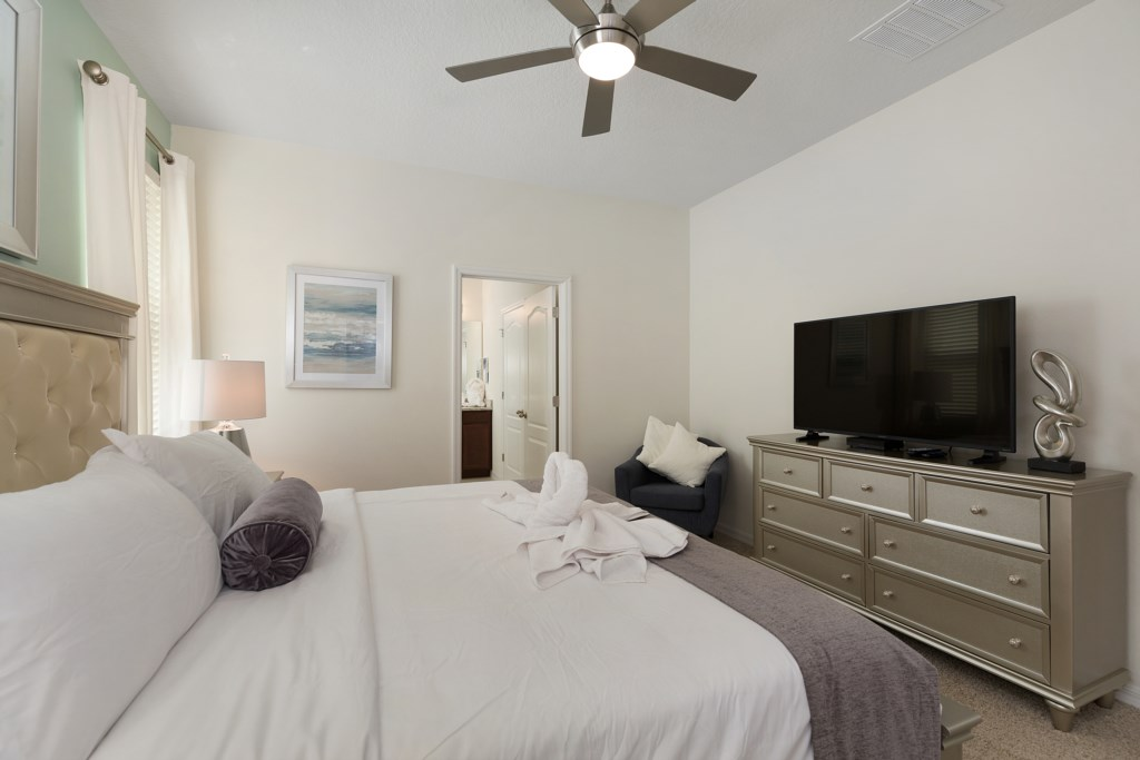24_Master_Suite_with_TV_0721.jpg