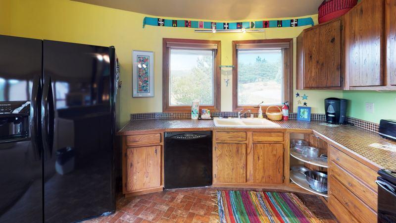2T3A6EwHdbS-Kitchen.jpg