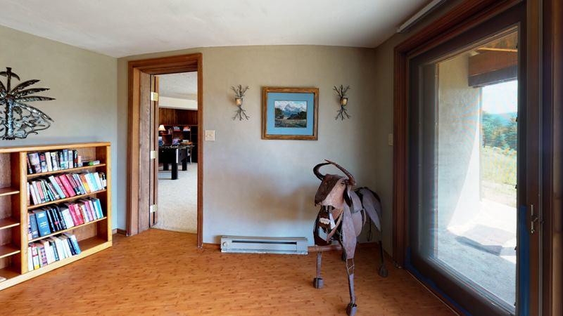 5J2yWxaEpBs-Bedroom.jpg