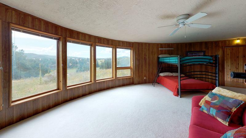 7m9J5pKbGpJ-Bedroom.jpg