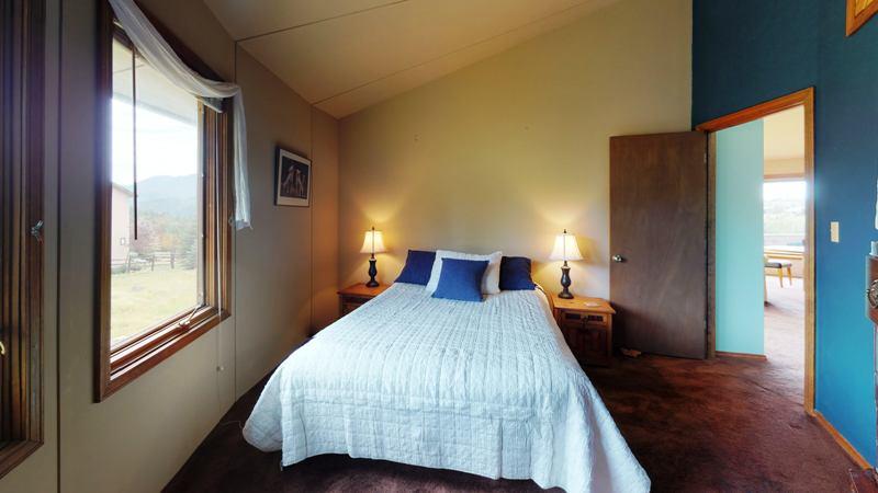 HfwMq8AzL5S-Bedroom.jpg