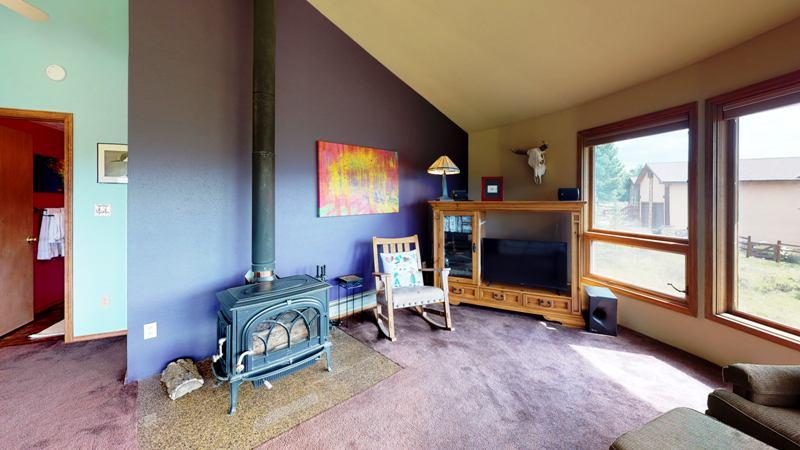 RLVwrjeNjGp-Living_Room.jpg