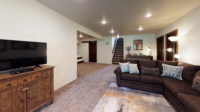 PGG2CZVRJ3B-Living_Room.jpg