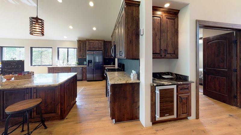 Pa3xF7QAotN-Kitchen.jpg