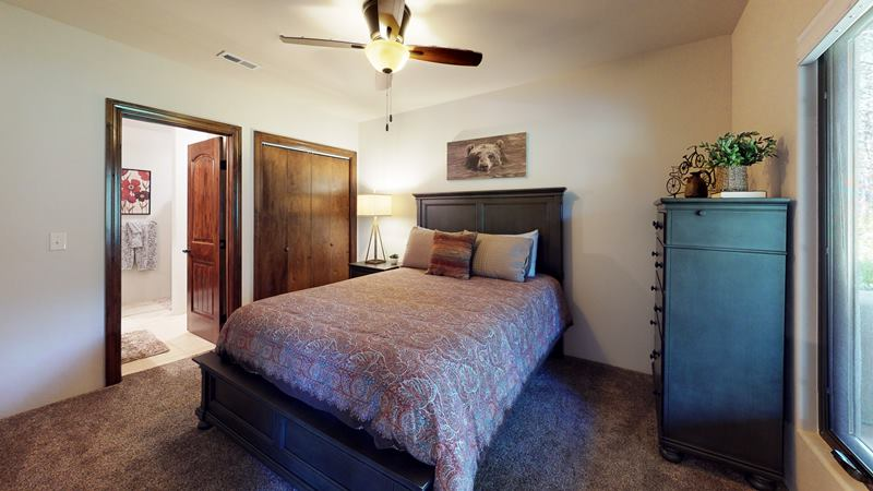 nfmEXwsH6KW-Bedroom.jpg
