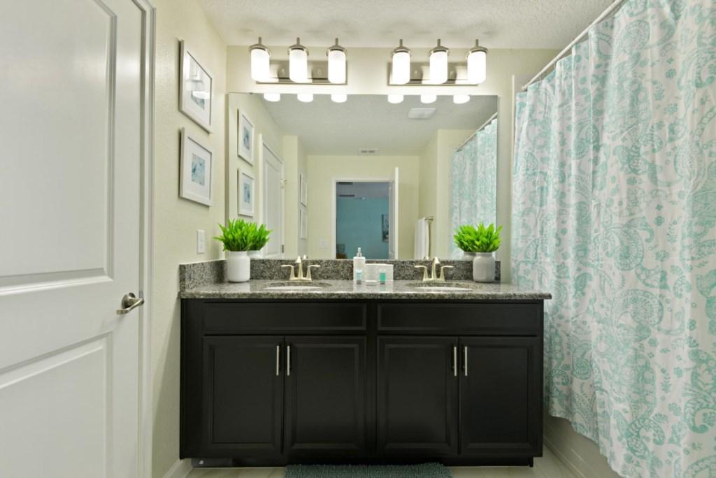 20_bathroom1.jpg