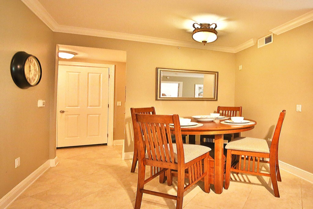 Comfortable Dining off the Kitchen