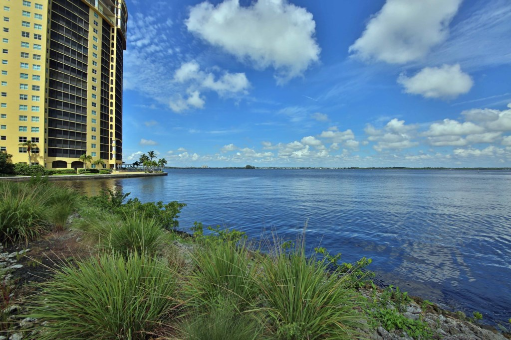 Alta Mar is a Riverfront Luxury vacation