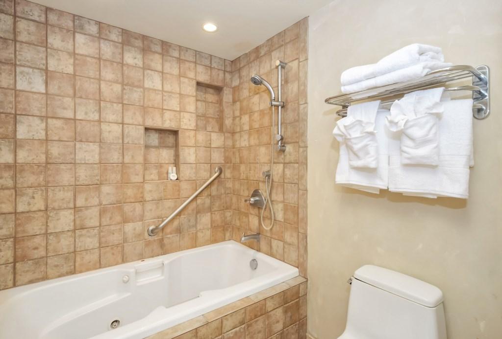 5c9eb6e6c1e18_175-Master Bath-2.jpg