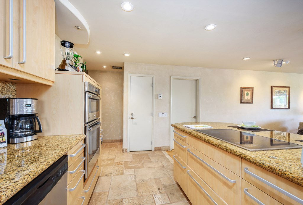 5c9eb701c5848_Kitchen Looking Out.jpg