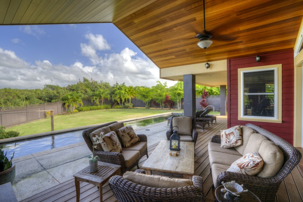 Covered backyard seating area - great area to entertain family / guests!