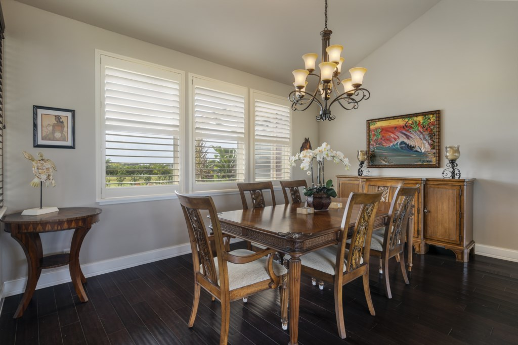 Dining room area with seating for 6 guests