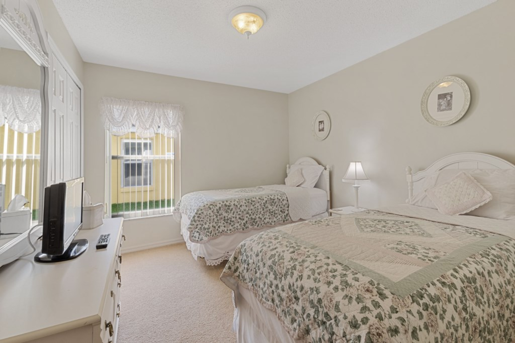 Fourth Bedroom With 1 Single Bed and 1 Queen Bed