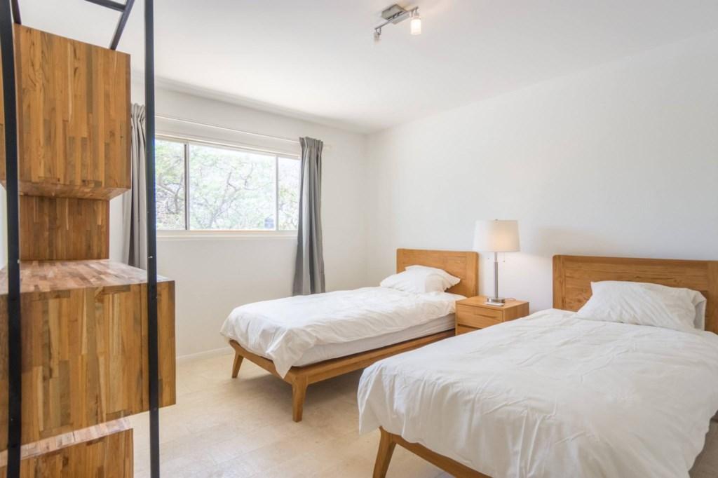 44_bedroom3