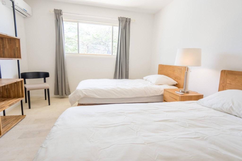 45_bedroom3