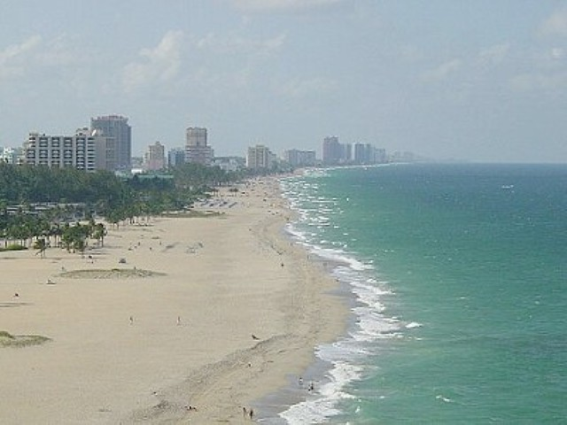 Aerial_photo_of_the_beach (Small).jpg