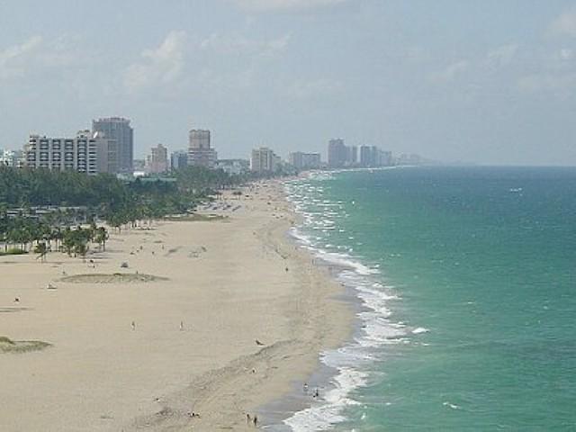 Aerial_photo_of_the_beach (Small).jpg