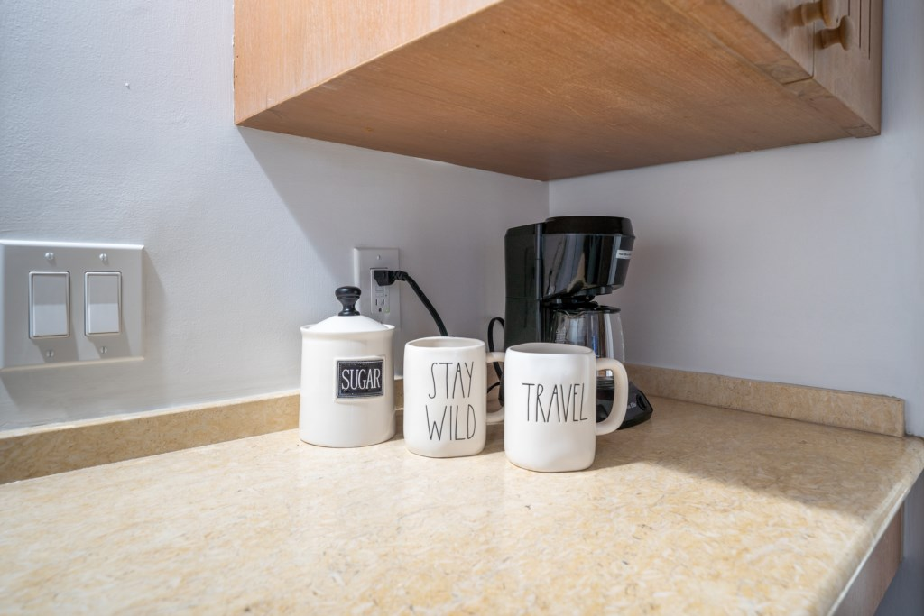 Coffee / tea station to make a hot fresh cup